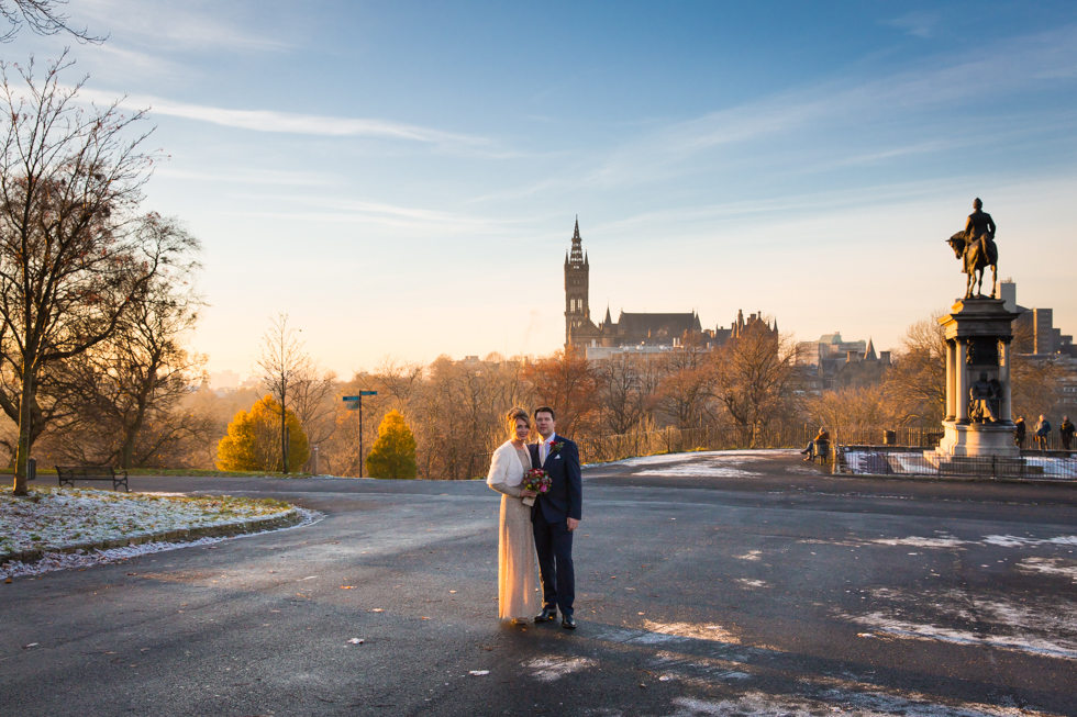 Winter wedding in Glasgow, Scotland. Wedding photograph Kelvingrove Park